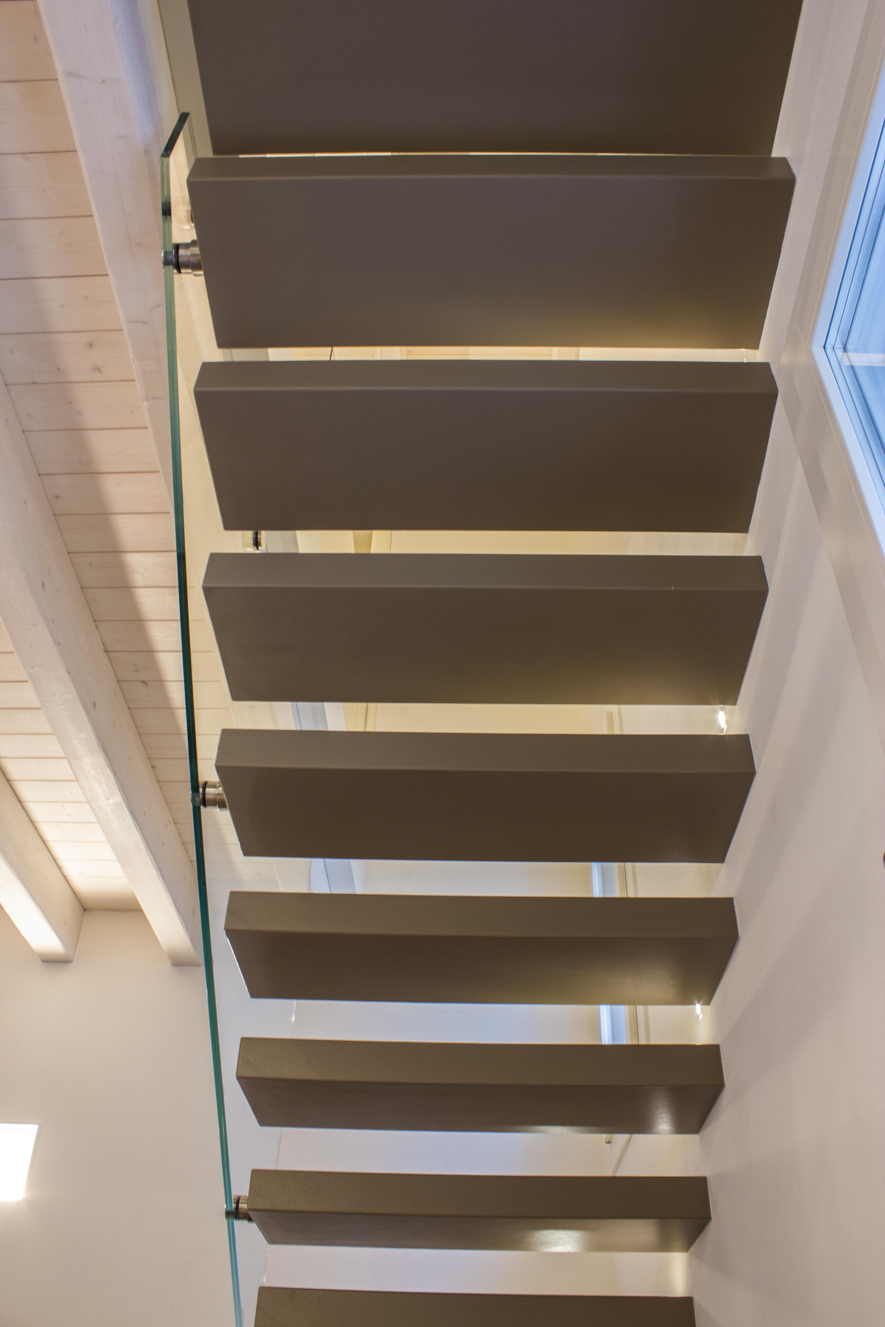 Applicazioni archivi neo resine pavimenti e for Scale rivestite in resina
